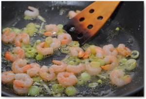 Идея завтрака: омлет с креветками